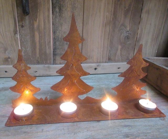 Rostiger Tannenbaum.Winter Weihnachtsdeko Tannenbäume