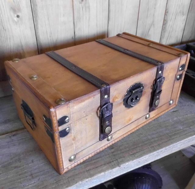 vintage deko koffer kiste beekmann s interieur accessoires. Black Bedroom Furniture Sets. Home Design Ideas