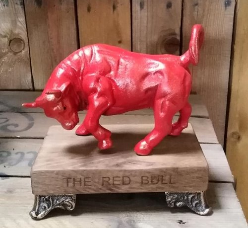 Statue / Figur THE RED BULL Stier